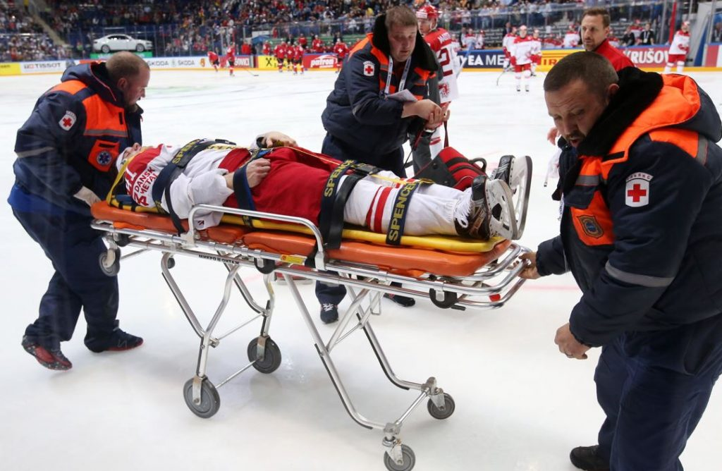 Chiropractor for hockey injuries in Chicago